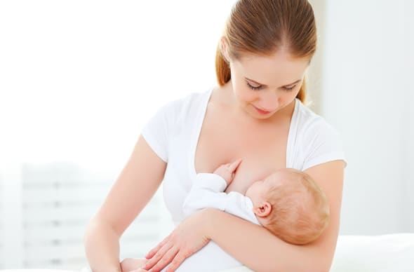 young-woman-breastfeeding-baby